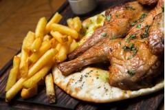 Цыпленок гриль с картофелем фри