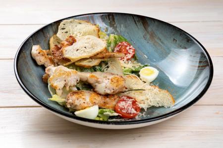 Классический салат «Цезарь с курицей»