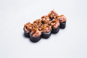 Ролл с лососем, креветкой с розовым соусом и унаги