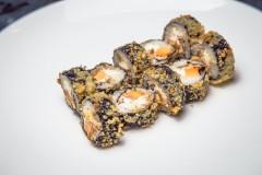 Роллы «Угорь, омлет, сыр сливочный в темпуре»