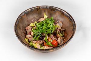 Салат с говядиной и ореховым соусом